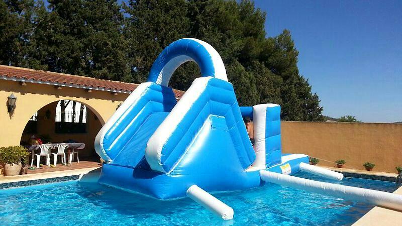 Alquiler de hinchables acuaticos en valencia fiestas infantiles en veranoanimacion infantil - Tobogan hinchable para piscina ...
